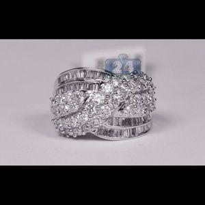 Jewelry - NWOT 💥💥Silver Criss Cross 💥💥